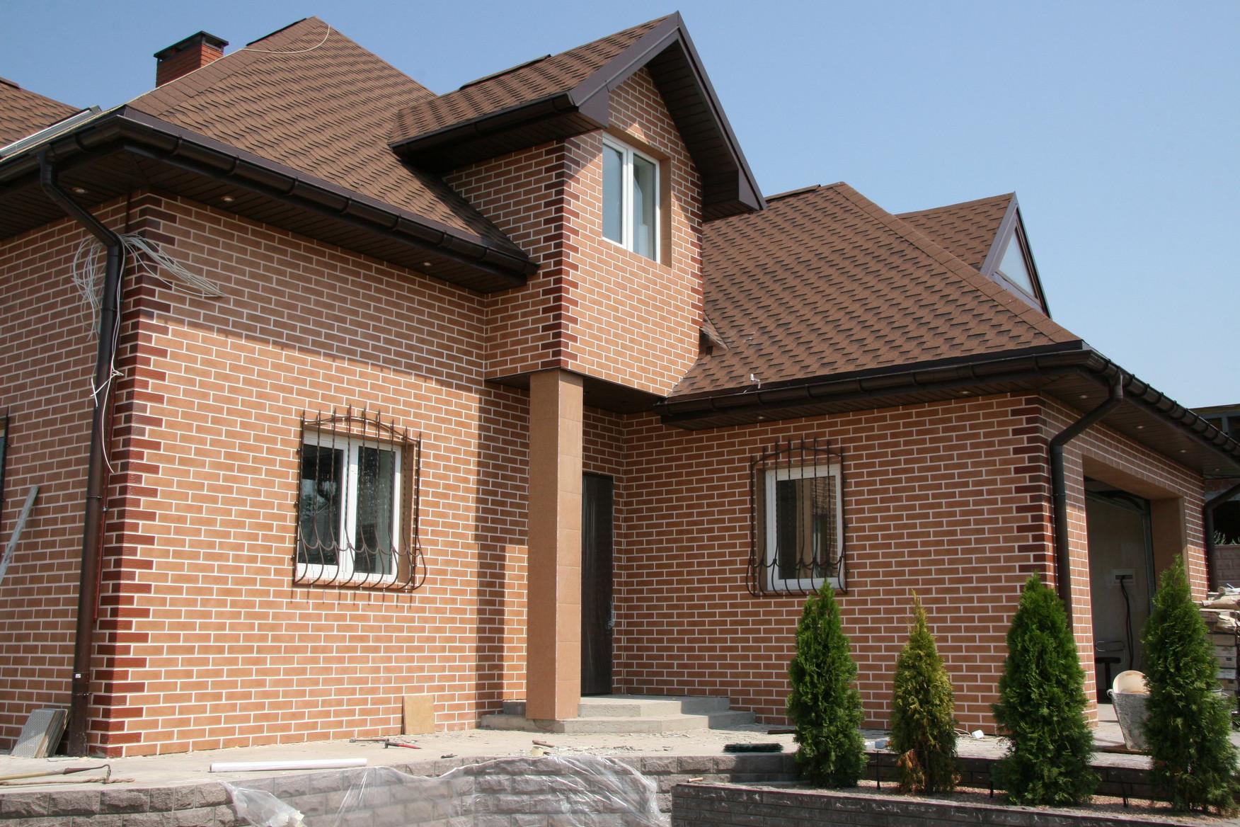 отделка фасада дома облицовочным кирпичом фото оставляют балконе, лоджии