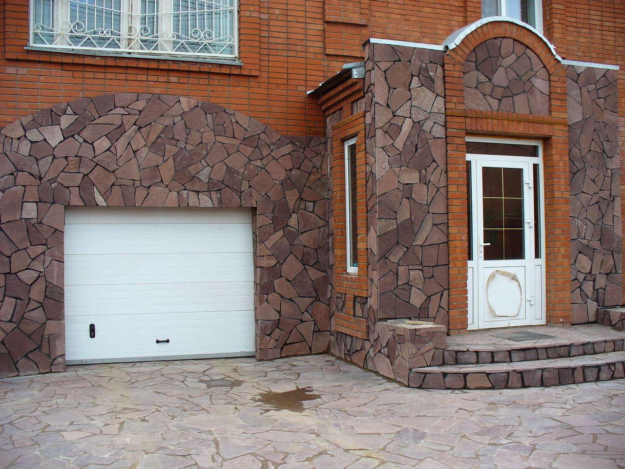 отделка домов природным камнем фото мере